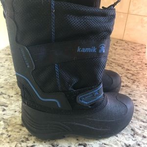 Little boys Kamiks snow boots, Size 12